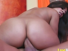 Gorgeous Jynx Maze sucking two different lollipops