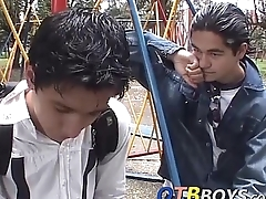 Cute twinks Alfonso and Cesar stuff unceasingly other in a shower