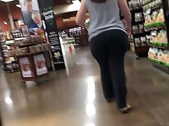 Pervert catches 22yrr grey pawg forth the supermarket