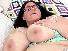 Bushwa energized BBW Becki fucks herself