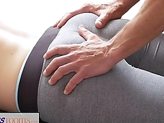 FitnessRooms Dirty yoga teacher above gorgeous fitness model